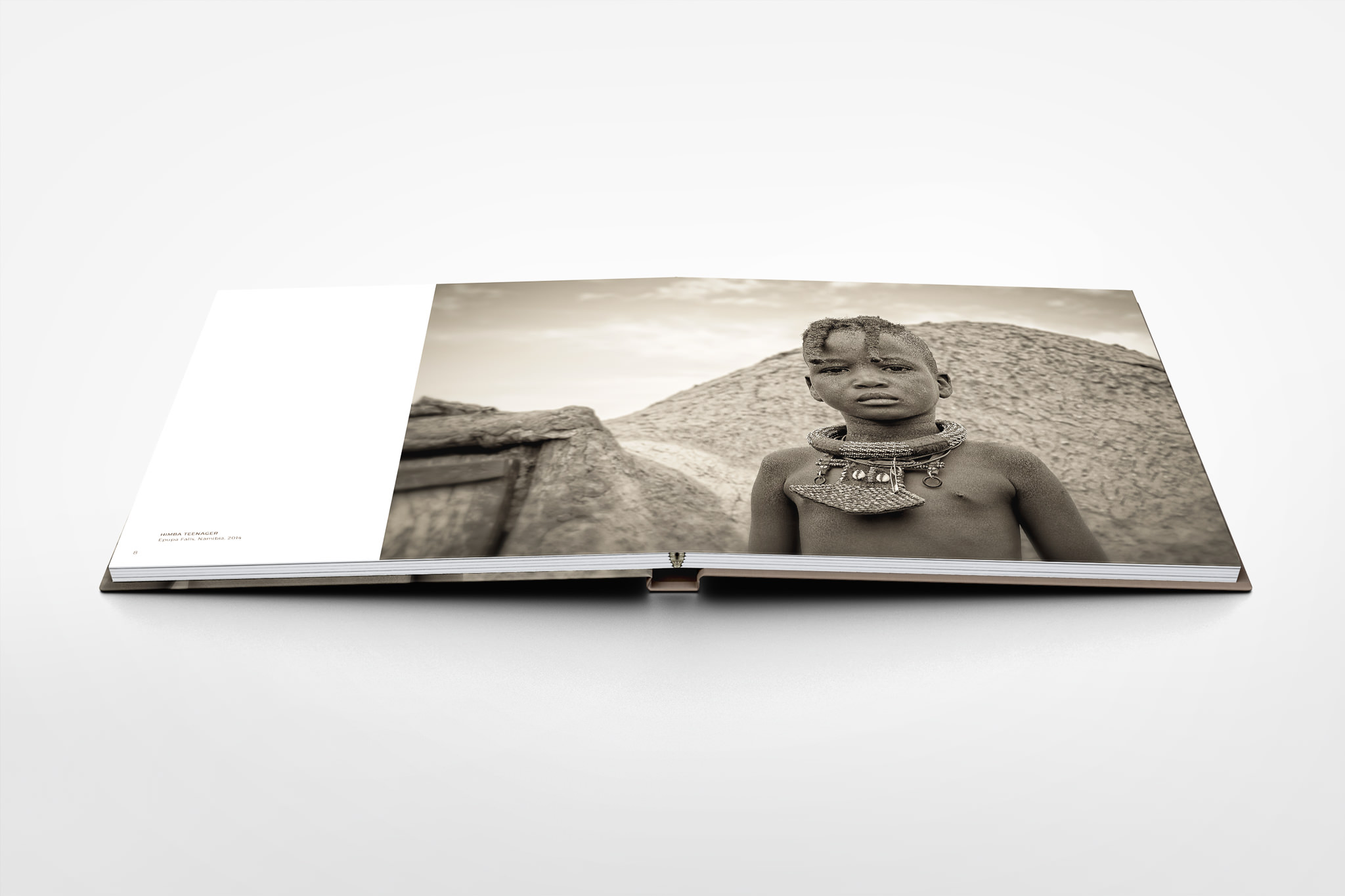 Square-PhotoBook-Mock-up-Seite-8-9
